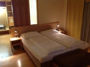 Foto: Doppelbett im Hotelzimmer Falkensteiner Wien